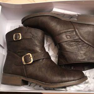 Report Footwear brown boots!